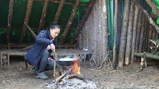 野外小木屋,小姐姐抄起铁锅劈好木柴,炖的一手好鸭!