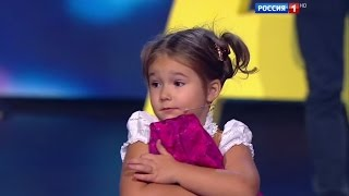 Amazing baby! 4-year-old Bella from Moscow easily speaks 7 languages
