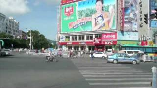 preview picture of video 'Crossing the road in Sanya China'
