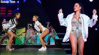 Becky G Y Natti Natasha Deslumbran Con Sus Curvas En Concierto