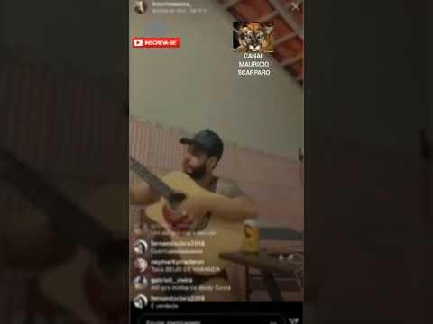 Casa de cantor sertanejo é invadida por bandido durante live; assista