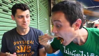 Crispy Pad See Ew in Bangkok with Nomadic Matt