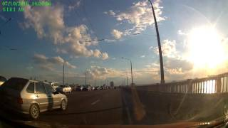 Смотреть онлайн ДТП на мосту, никто никуда не едет