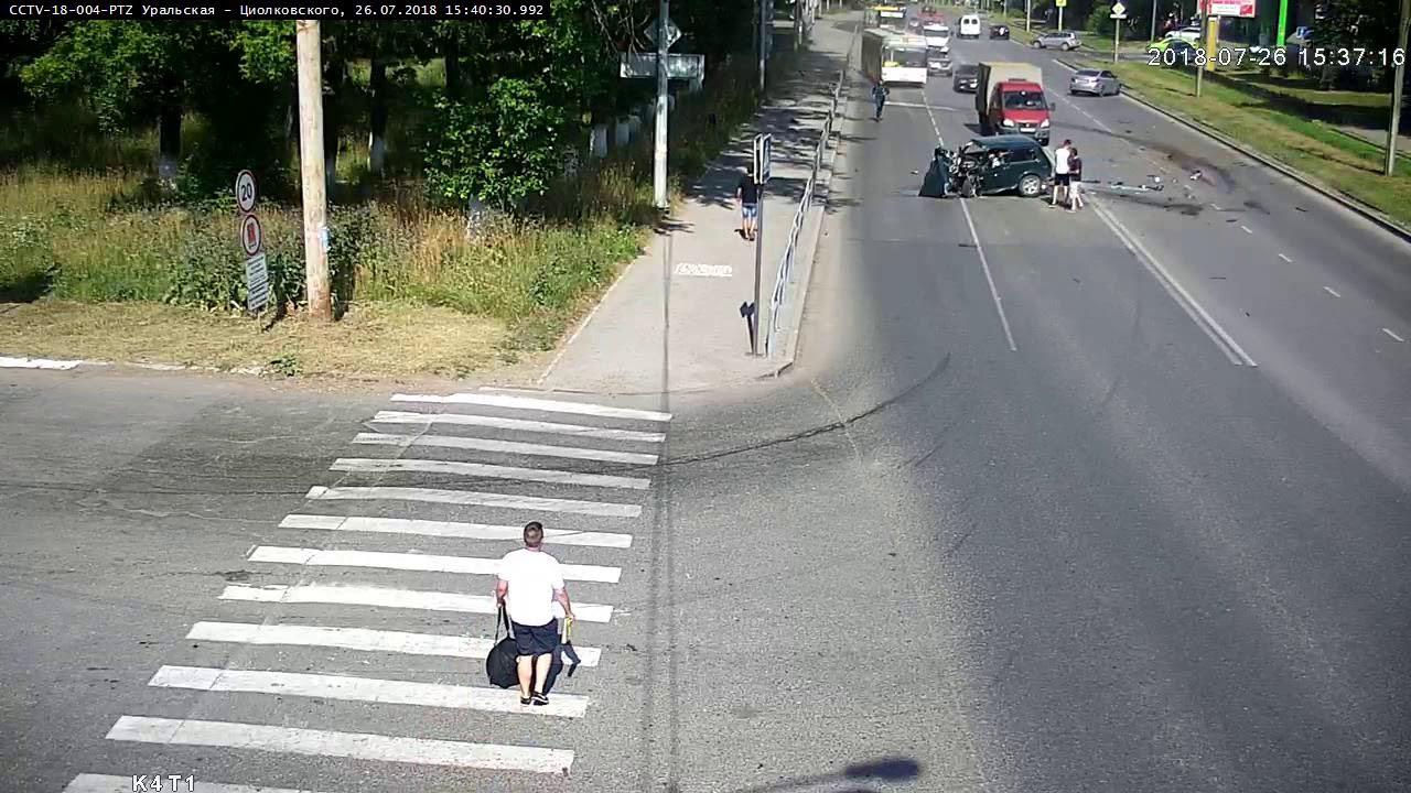 """В Перми водитель """"Нивы"""" уснул за рулем и врезался в """"Пожарку"""""""