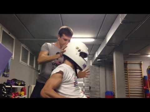 Il collo sui danni di parte giusti dà a una spalla e una clavicola