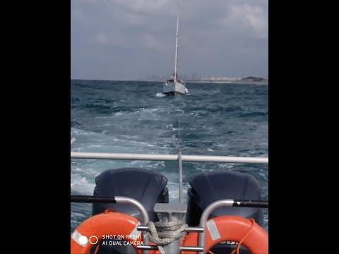 המנוע של היאכטה הודמם • צפו בחילוץ המסוכן