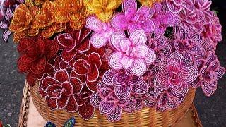 Цветы из бисера. Обзор работ, из подручных средств.