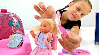Штеффи выбирает одежду в школу. Игры одевалки с Барби