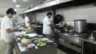 preview picture of video 'Funny food 2: Fish restaurant Yangzhou China'