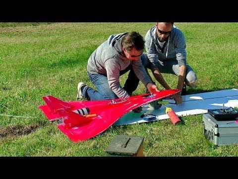 STUNNING RC SPEED OVER 700 KMH (430 MPH) FASTEST RC TURBINE MODEL JET FLIGHT DEMONSTRATION