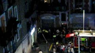 preview picture of video 'Un home mor en incendiar-se un pis al barri del Raval de Barcelona I'