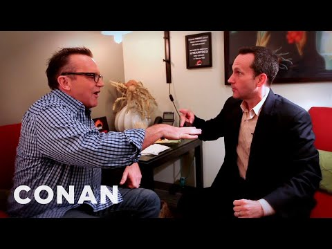 Jimmy Pardo Punches Tom Arnold In The Face - CONAN on TBS (видео)