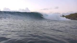preview picture of video 'Nice Barrel at Honolua Bay'