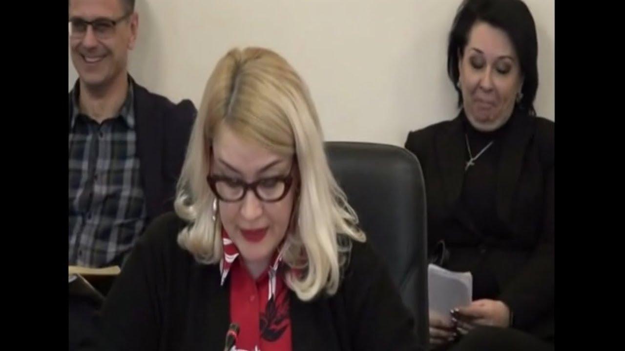 На заседании в обладминистрации чиновник случайно включил порнуху