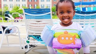 Baby's First Swimming Lesson   Puddle Jumper v. Speedo Vest Review