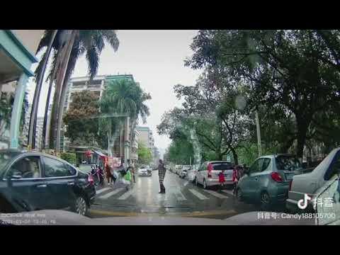 廣州一司機不避讓正在過馬路的孩子,被交警迅速控制