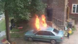 Mашина сгорает просто в секунды.