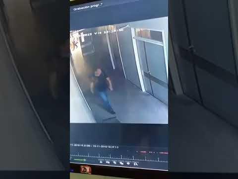 VIDEO. No hay límites: dos hombres se robaron el ecógrafo del Hospital de Niños