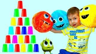 Рома играет с разноцветными мячами Забавное видео для детей kids children