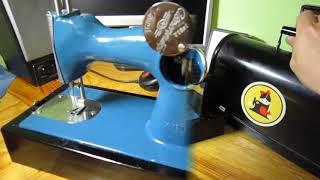 Детская швейная машинка. Старые игрушки из СССР. ДШМ1