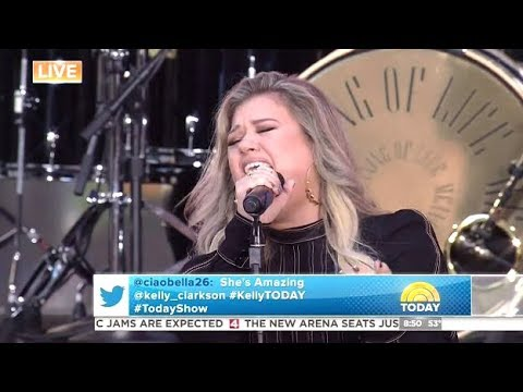 Kelly Clarkson - Walk Away - LIVE (Today Show)