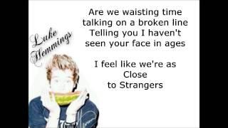 5SOS - Close As Strangers (Lyrics Video)