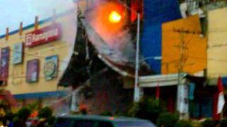 Ramayana Terbakar Setelah Gempa 30 September 2009