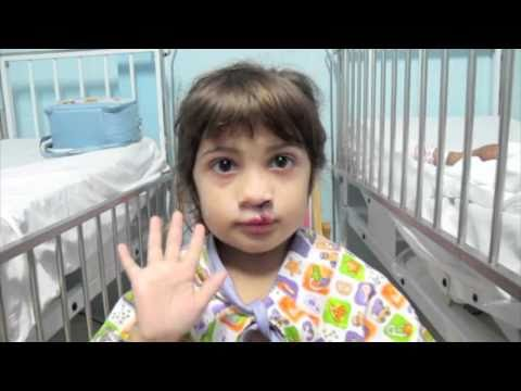 רופאים מתנדבים להוציא חיוך מילדים