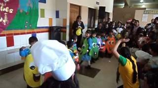 Niños del 1ro de inicial, a través del canto, motivan a consumir verduras, vegetales y frutas.