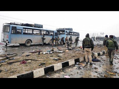 العرب اليوم - شاهد: انفجار سيارة ملغومة في الشطر الهندي من إقليم كشمير