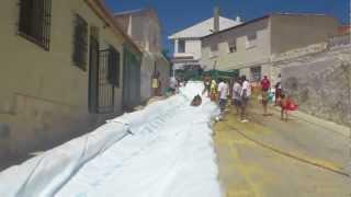 preview picture of video 'Tresjuncos amontonados tobogan 2012'