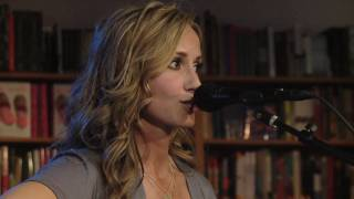 Chely Wright Performs songs from Lifted Off the Ground - Part 2