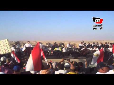 غادة رجب تغني تسلم الأيادي في موقع حفر قناة السويس الجديدة