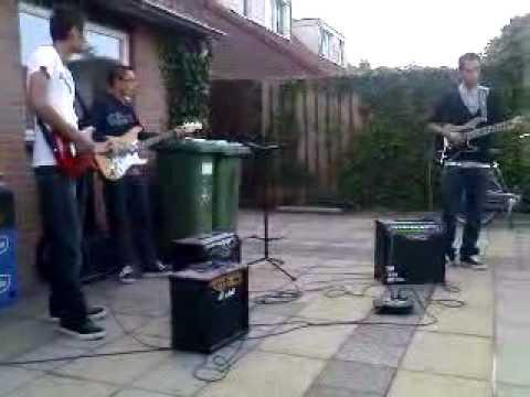Muzikale jam in de achtertuin in Cuijk