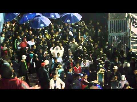 """""""HIMNO-ENTRADA DE LOS CAUDILLOS DEL PARQUE EN VUELTA AL GARGANTINI TEMP/2013-14"""" Barra: Los Caudillos del Parque • Club: Independiente Rivadavia"""