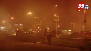 Пожар случился в крупном торговом центре в Череповце