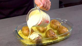 Заливаем 6 больших картофелин соусом и - в духовку. Как просто и вкусно!