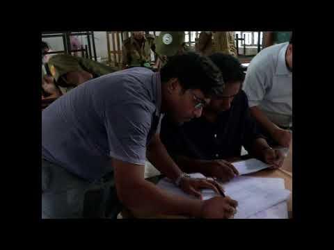 রাজশাহী ভোট কেন্দ্রগুলোতে যাচ্ছে ব্যালট-বাক্স