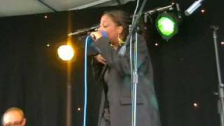 """SLEEPING SATELLITE"" by Tasmin Archer. 2009, live."