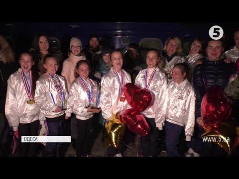 Фото 2 золоті медалі та Кубок нації завоювала українська збірна з черлідингу: як їх зустрічали в Одесі