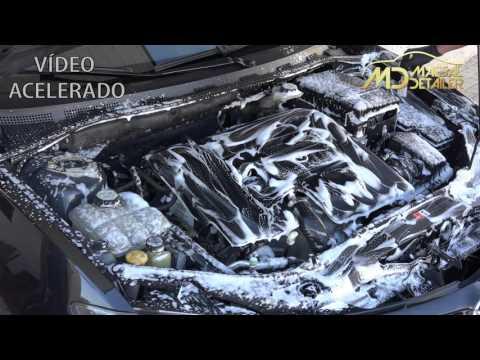 Limpiar motor coche con IK FOAM y Koch Chemie Green Star 1:4 (maesaldetailer.es)