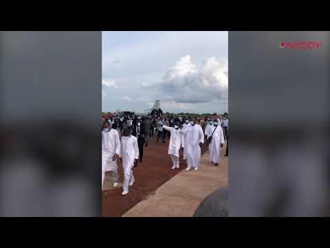 <a href='https://www.akody.com/cote-divoire/news/cote-d-ivoire-arrivee-de-la-depouille-du-premier-ministre-amadou-gon-coulibaly-a-korhogo-sa-ville-natale-video-326368'>Côte d'Ivoire: Arrivée de la dépouille du Premier ministre Amadou Gon Coulibaly à Korhogo sa ville natale [Vidéo]</a>