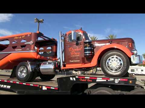 Download Walk-Around Of Dunkel Bros. 1949 GMC And 1947 MHS Auto-Hauler At Truckin' For Kids 2017 HD Mp4 3GP Video and MP3
