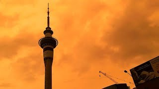 video: Watch sky over Auckland turn orange from bushfires raging in Australia