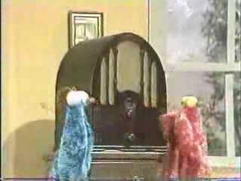 Classic Sesame Street - Yip Yip aliens discover a radio