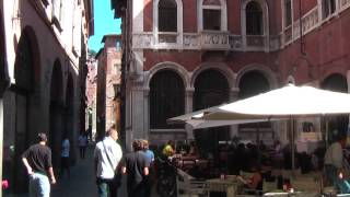 preview picture of video 'Lucca in Tuscany is famous for its intact Renaissance-era city walls'