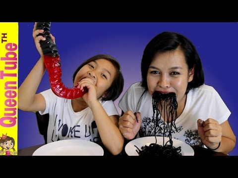 กัมมี่ หนอนยักษ์!! กับ อาหารชวนอ้วก Giant Gummy Worm Candy Vs. Super Gross real food Challenge