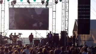 ANGUS & JULIA STONE - 2016.11.20 - Cottesloe Beach, Perth, Australia.