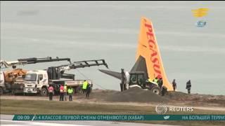 Пассажирский самолет в Турции съехал со взлетно-посадочной полосы