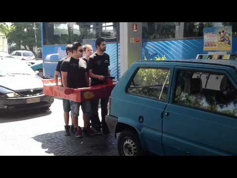 Alla benzina in auto,ma di cartone (NightLife Summer Official Video)